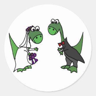 Adesivo Redondo Arte engraçada do casamento do Brontosaurus