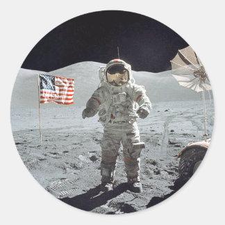 Adesivo Redondo Astronauta do Moonwalk… com bandeira americana