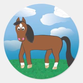 Adesivo Redondo Baía do cavalo dos desenhos animados com meias