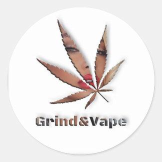 Adesivo Redondo Borracho nas ervas daninhas pelo #GrindAndVape