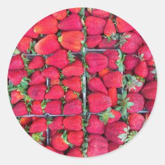 Adesivo Redondo Caixas enchidas com as morangos vermelhas