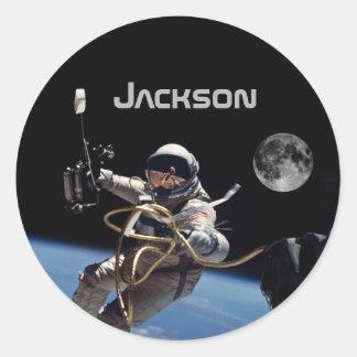Adesivo Redondo Caminhada pessoal do espaço do astronauta