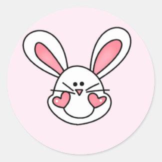 Adesivo Redondo Camiseta e presentes brancos de sorriso do coelho