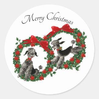 Adesivo Redondo Caniches bonitos em grinaldas do azevinho do Natal