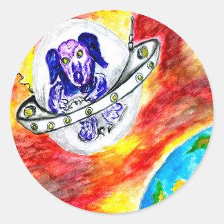 Adesivo Redondo Cão estrangeiro na arte do espaço