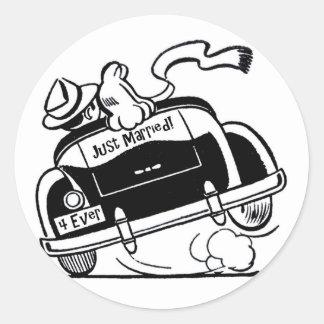Adesivo Redondo Casal de recem casados no carro