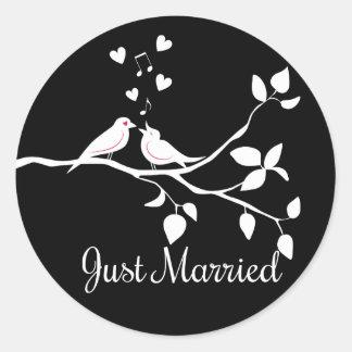Adesivo Redondo Casamento preto e branco do recem casados dos