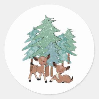 Adesivo Redondo Cervos pequenos em uma paisagem do inverno