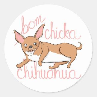 Adesivo Redondo Chalaça engraçada do cão da chihuahua de Bom
