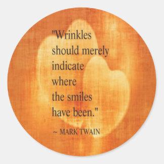 Adesivo Redondo Citações do aniversário de Mark Twain com corações