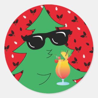 Adesivo Redondo Cocktail engraçado do bebendo da árvore de Natal