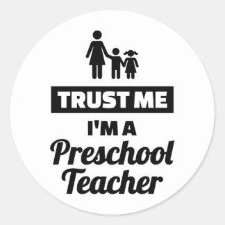 Adesivo Redondo Confie que eu mim é um professor pré-escolar