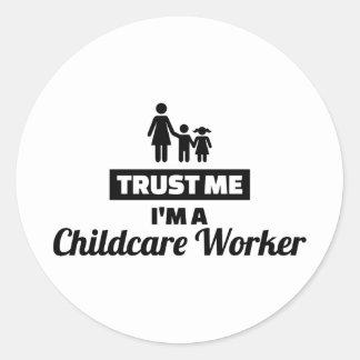 Adesivo Redondo Confie que eu mim é um trabalhador da puericultura