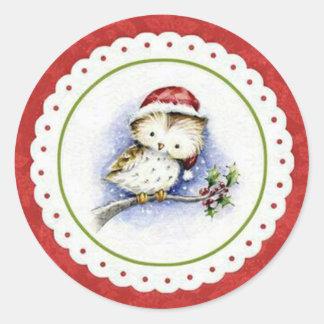 Adesivo Redondo Coruja pequena que veste o boné do Natal na queda