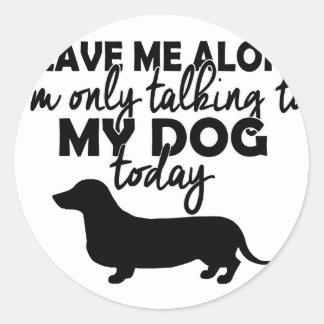 Adesivo Redondo deixe-me sozinho, mim estão falando a meu cão hoje