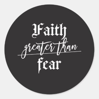 Adesivo Redondo Deixe sua fé ser maior do que seu medo