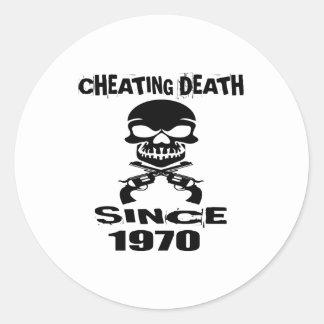 Adesivo Redondo Design de engano do aniversário da morte desde