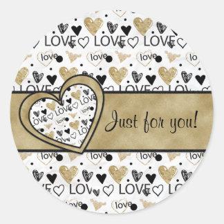 Adesivo Redondo Dia dos namorados - o coração do divertimento