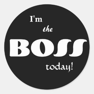 Adesivo Redondo Engraçado eu sou o chefe hoje