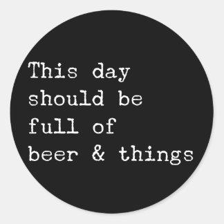 Adesivo Redondo Este dia deve ser cerveja e coisas