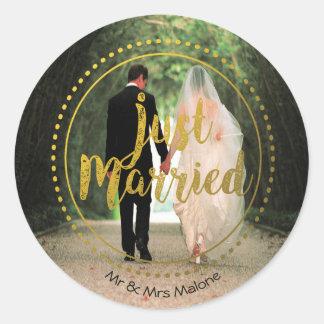 Adesivo Redondo Foto elegante do recem casados da tipografia   do
