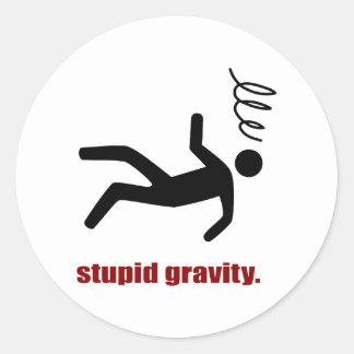 Adesivo Redondo Gravidade estúpida - temerário engraçado do dublê