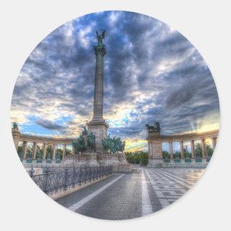 Adesivo Redondo Heróis Budapest quadrado Hungria