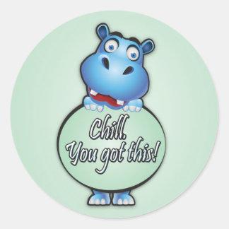 """Adesivo Redondo Hipopótamo amigável que diz o """"frio. Você obteve"""