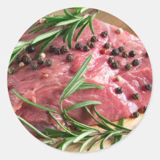 Adesivo Redondo Lombinho da carne crua com ervas e especiarias