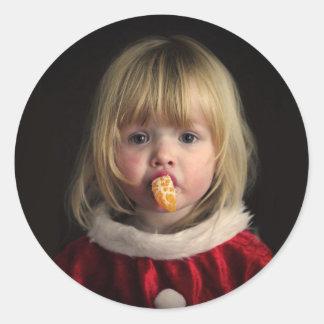 Adesivo Redondo Menina do Natal - criança do Natal - menina bonito