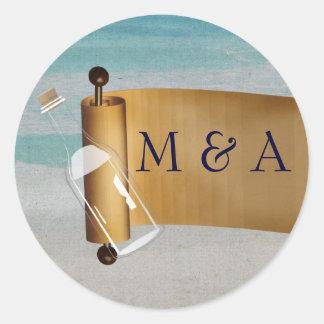Adesivo Redondo Mensagem em um casamento de praia da garrafa