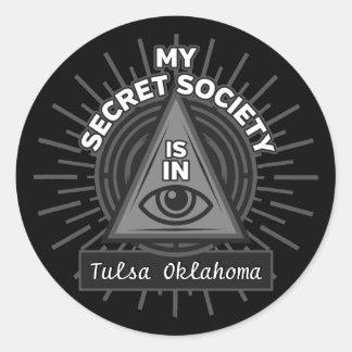 Adesivo Redondo Minha sociedade secreta está (alguma cidade) em