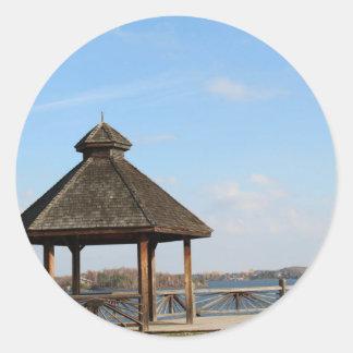 Adesivo Redondo Miradouro sobre o lago