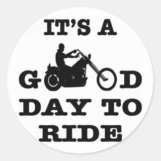 Adesivo Redondo Motociclista é um bom dia a montar