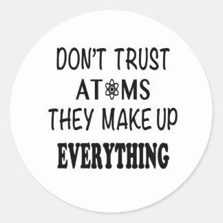 Adesivo Redondo Não confie átomos que compo tudo