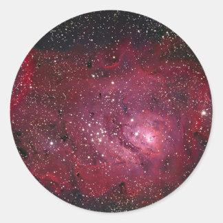 Adesivo Redondo Nebulosa NGC 6523 da lagoa M8