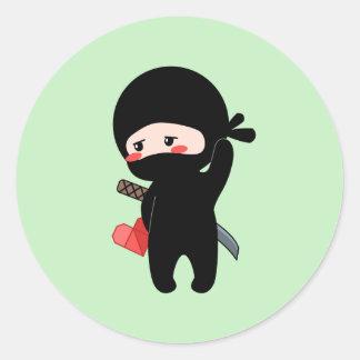 Adesivo Redondo Ninja de cora tímido que guardara o coração de