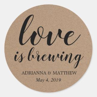 Adesivo Redondo O amor está fabricando cerveja o favor rústico do