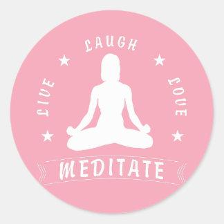 Adesivo Redondo O amor vivo do riso Meditate o texto fêmea