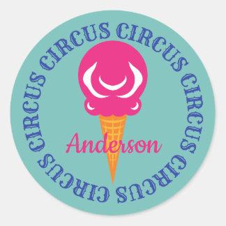 Adesivo Redondo O circo colorido trata o sorvete