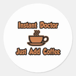 Adesivo Redondo O doutor imediato… apenas adiciona o café