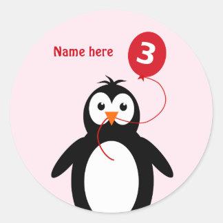 Adesivo Redondo O pinguim do aniversário de 3 anos adiciona o rosa