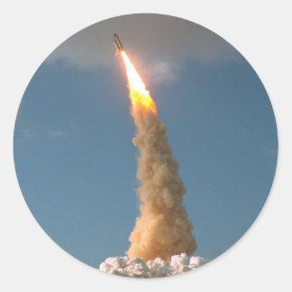 Adesivo Redondo O telescópio espacial de Hubble tira o lançamento