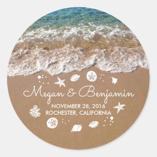 Adesivo Redondo Ondas azuis da praia e casamento romântico do