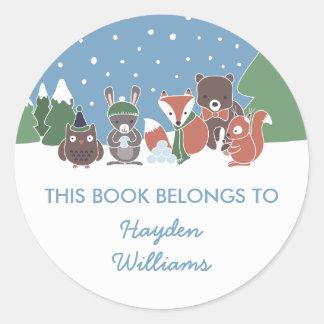 Adesivo Redondo Os animais da floresta do inverno este livro