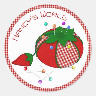 Adesivo Redondo Pincushion com guingão vermelho para o mundo