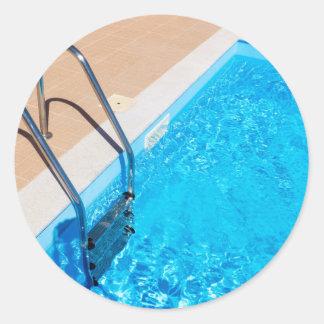Adesivo Redondo Piscina azul com escada