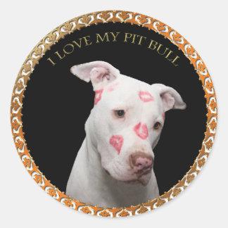 Adesivo Redondo Pitbull branco com beijos do vermelho por todo o