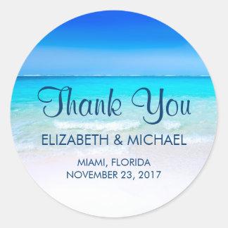 Adesivo Redondo Praia tropical com os obrigados de um casamento do
