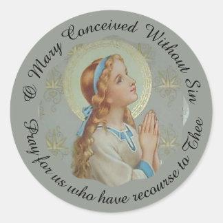 Adesivo Redondo Praying abençoado jovens de Mary da mãe
